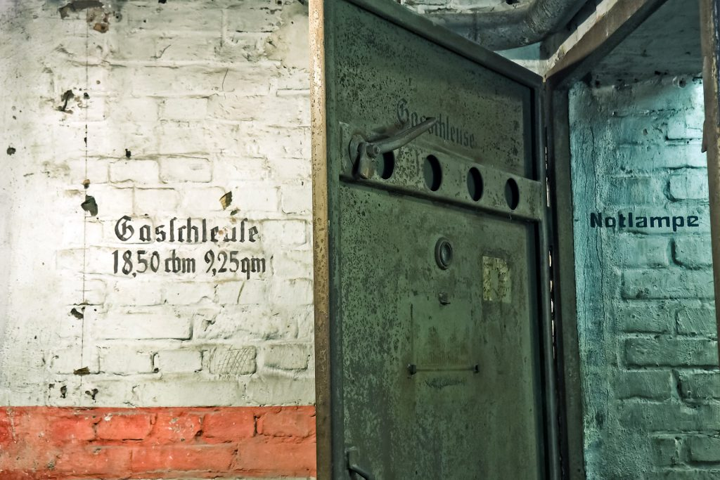 bunker-1569722_1920