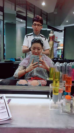 マレーシアの美容院、まずはシャンプー