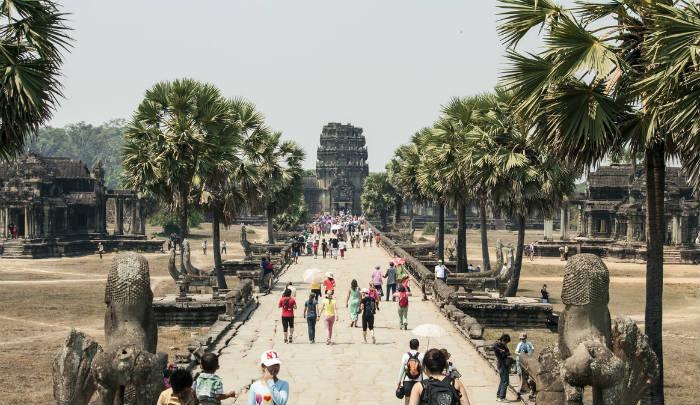 カンボジアの言語について考える人たち