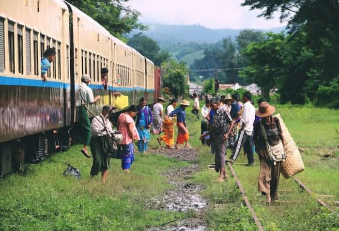 ミャンマー  列車