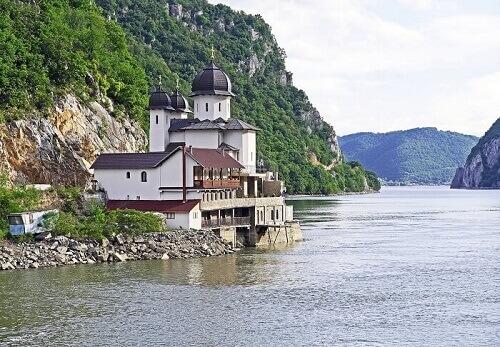セルビア 移住 転職エージェント